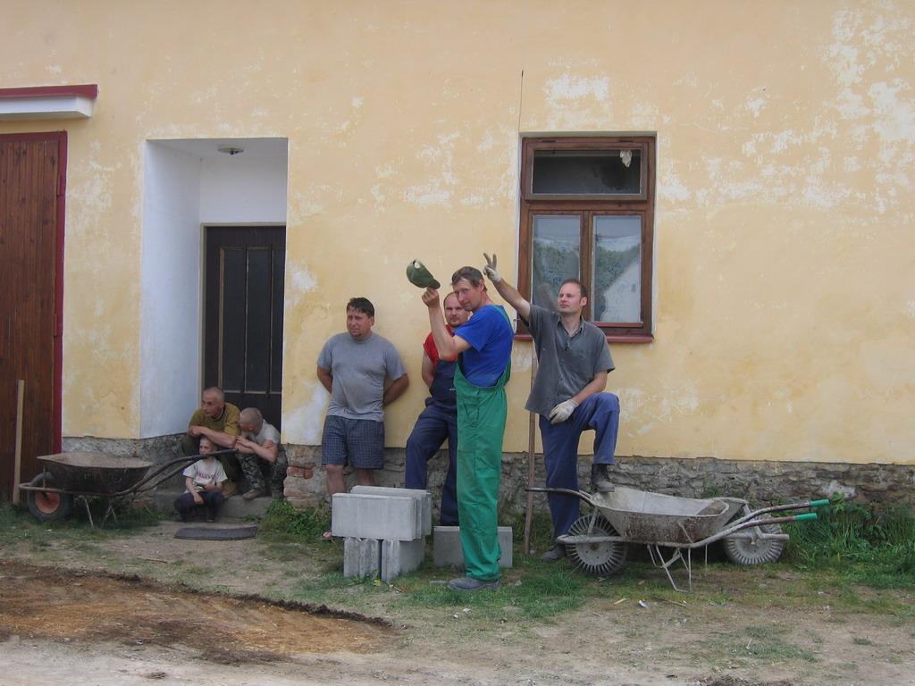 Zemní práce - vyspádování + okolní teréní úpravy