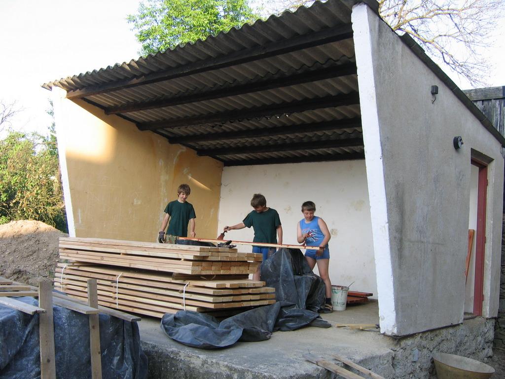 Konstrukce - oplocení hřiště